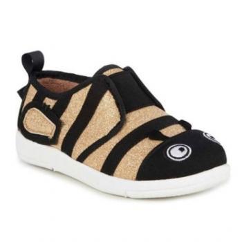 Sneaker ong nghệ